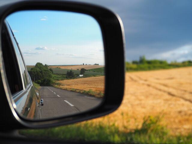 パッチワークの丘のドライブ中の景色