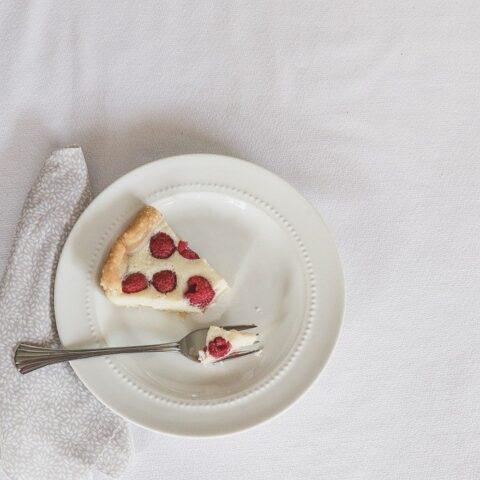皿に乗ったケーキ
